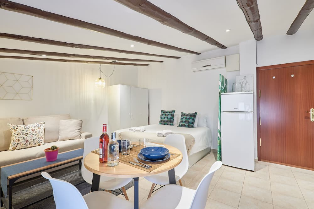Apartment, 1 Bedroom, 2 Bathrooms - Living Room