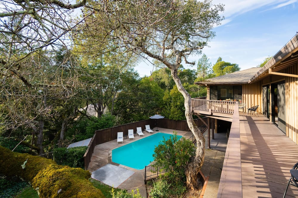 House, Multiple Beds (Rivendell - Spacious Home w Pool, Arc) - Pool
