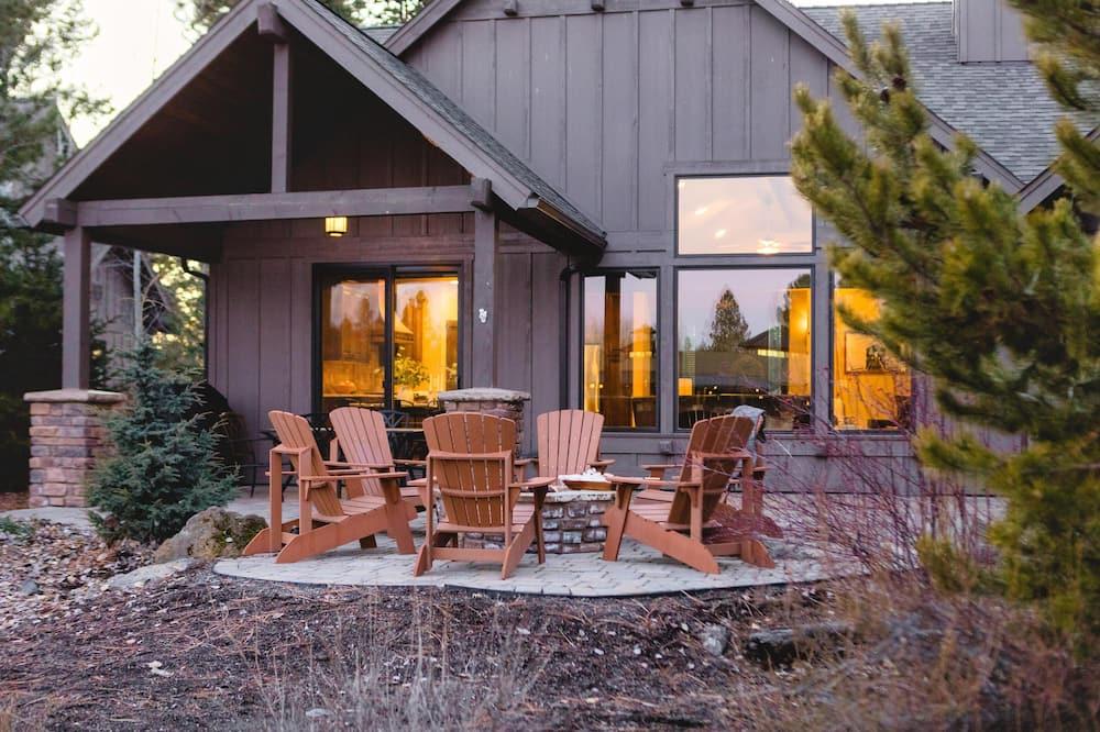 Ferienhaus, Mehrere Betten (Dancing Rock - Mountain Home w Fire P) - Balkon