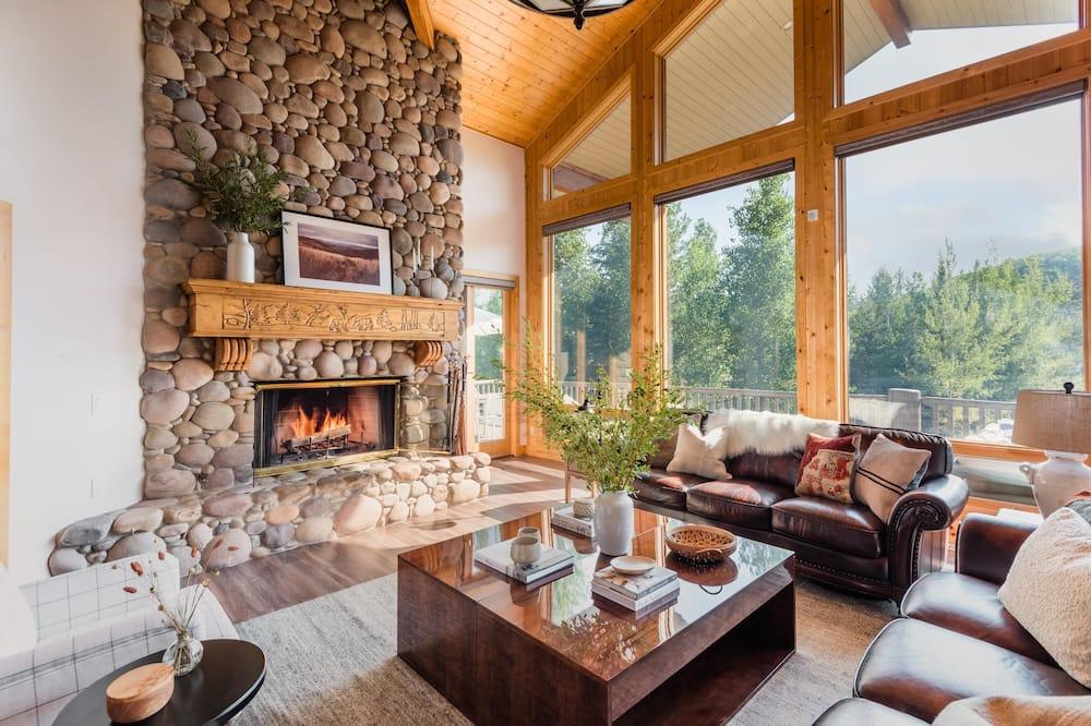 Hus - flera sängar (Canopy - Sleeps 18! Tahoe Cabin w Hot) - Vardagsrum