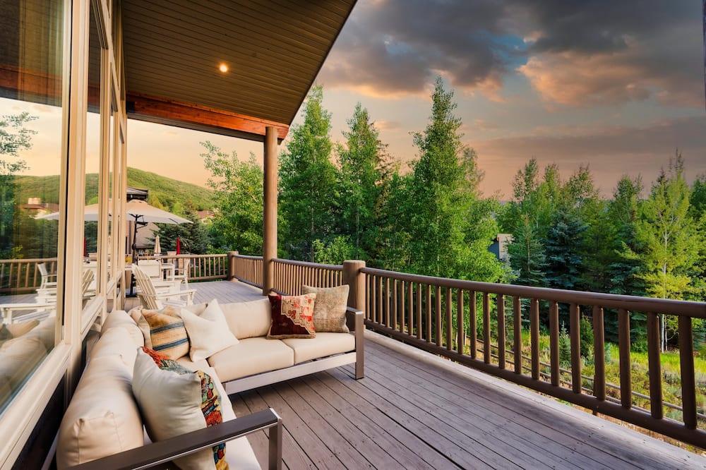 Hus - flera sängar (Canopy - Sleeps 18! Tahoe Cabin w Hot) - Balkong