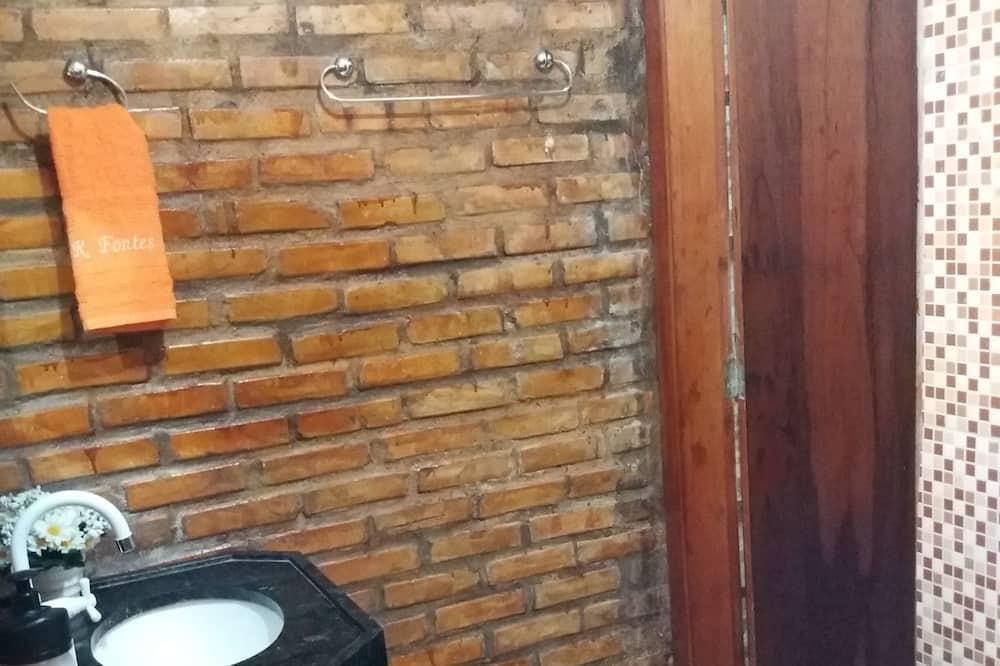 Traditional Room - Bathroom