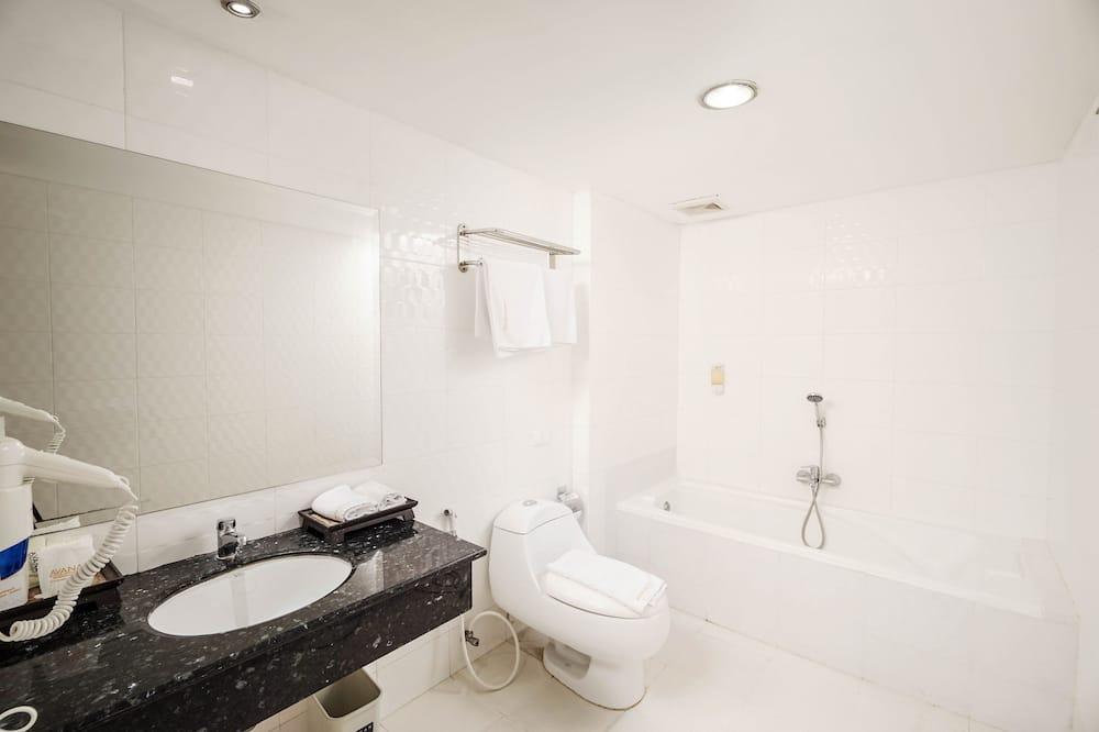 Trendy Room Twin Bed - Bathroom