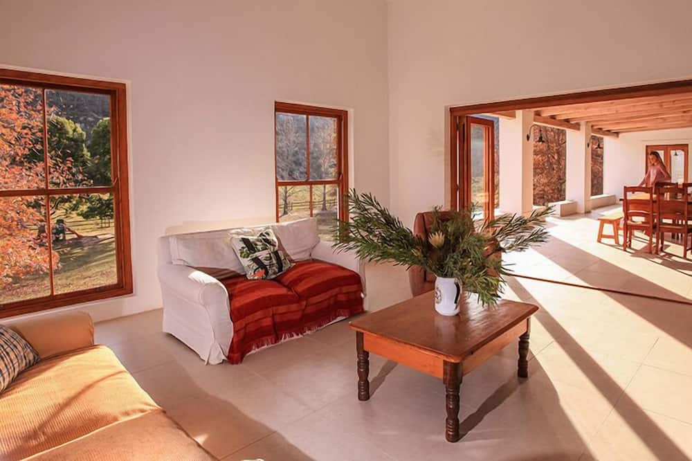 Family Villa, 6 Bedrooms, Mountain View - Living Room