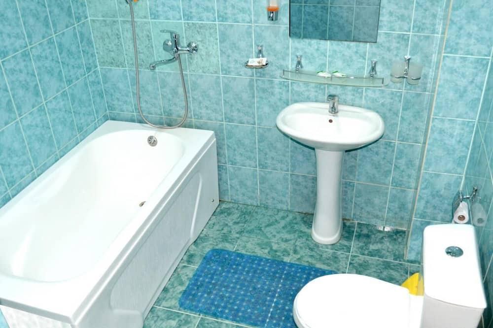 Standartinio tipo kambarys (1 dvigulė / 2 viengulės lovos) - Vonios kambarys