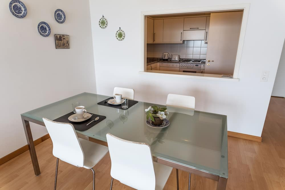 Apartment, 1 Bedroom, Balcony, Lake View - In-Room Dining