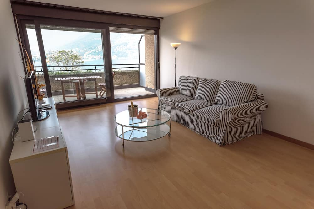 Apartment, 1 Bedroom, Balcony, Lake View - Living Area