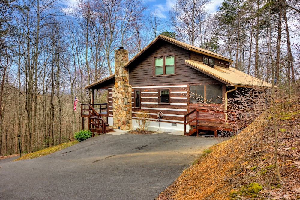 The Clubb House #331 by Aunt Bug's Cabin Rentals