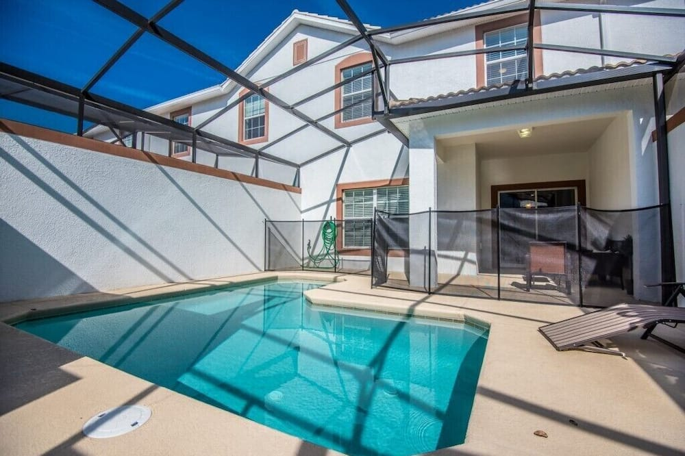 Apartment (4 Bedroom 3 Bathroom Town Home with P) - Pool