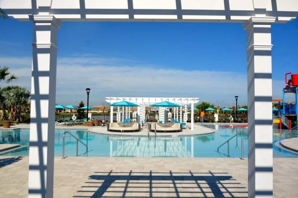 فيلا - حمام سباحة