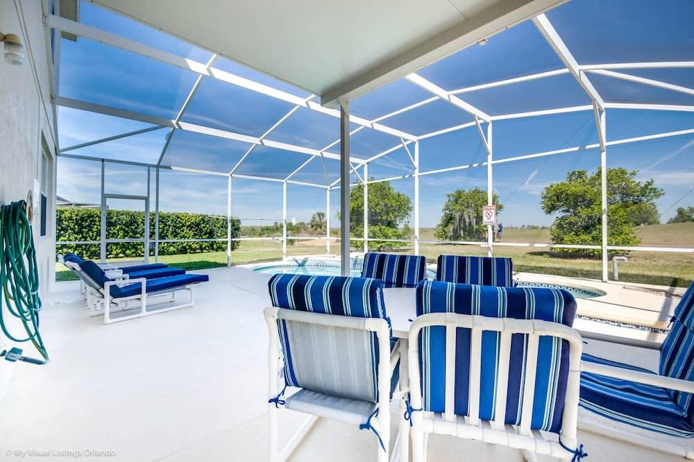 فيلا (127TC 5 bed with spa and games room ) - شُرفة