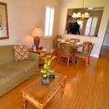 อพาร์ทเมนท์ (3500CAL Stunning Town Home In Regal P) - ห้องนั่งเล่น