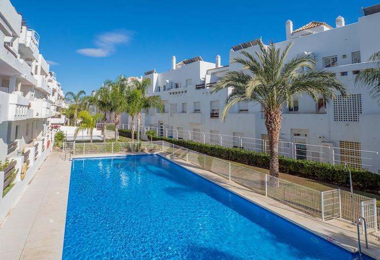 2051-Moderno 3 dormitorios en golf, Estepona, Alberca