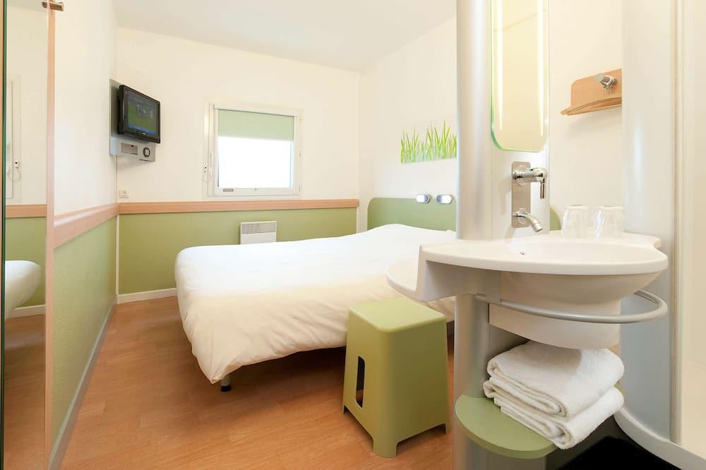 Triple Room, Multiple Beds - Bathroom Sink
