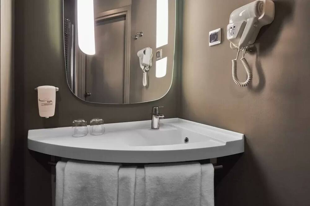 Superior Double Room, 1 Double Bed - Bathroom Sink