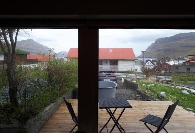 FaroeGuide Gøta, Sydrugota, Apartment, Terrace/Patio