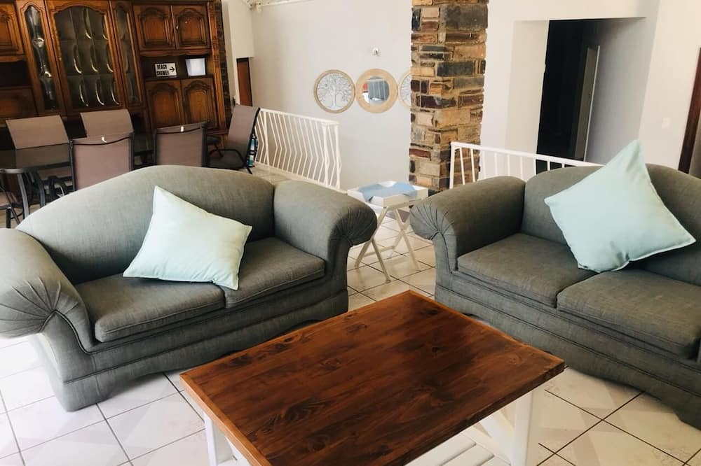 Basic House, 4 Bedrooms - Living Room