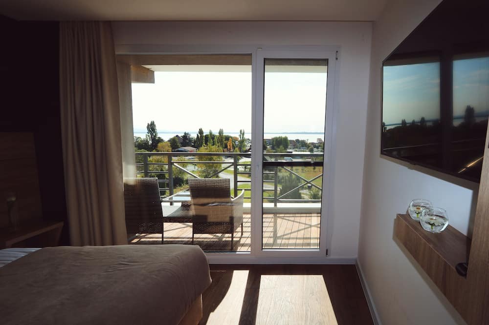 Standard Studio, Balcony, Lake View - Guest Room View