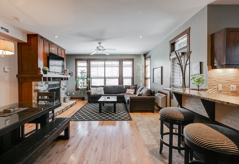 Le Waterflow by KASANIA, Mont-Tremblant, Condo, 2 Bedrooms, Kitchen, Living Area