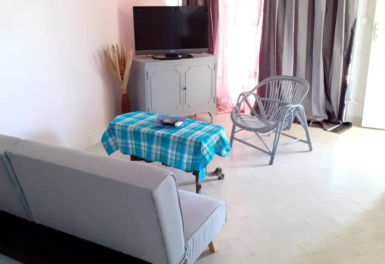 House With 2 Bedrooms in Basse-terre, With Wonderful sea View and Enclosed Garden, Bas Teras, Svetainė