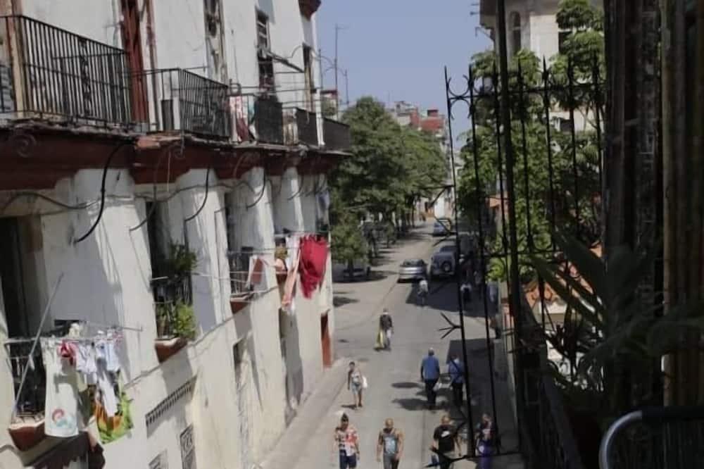 Comfort-Dreibettzimmer - Blick auf die Straße
