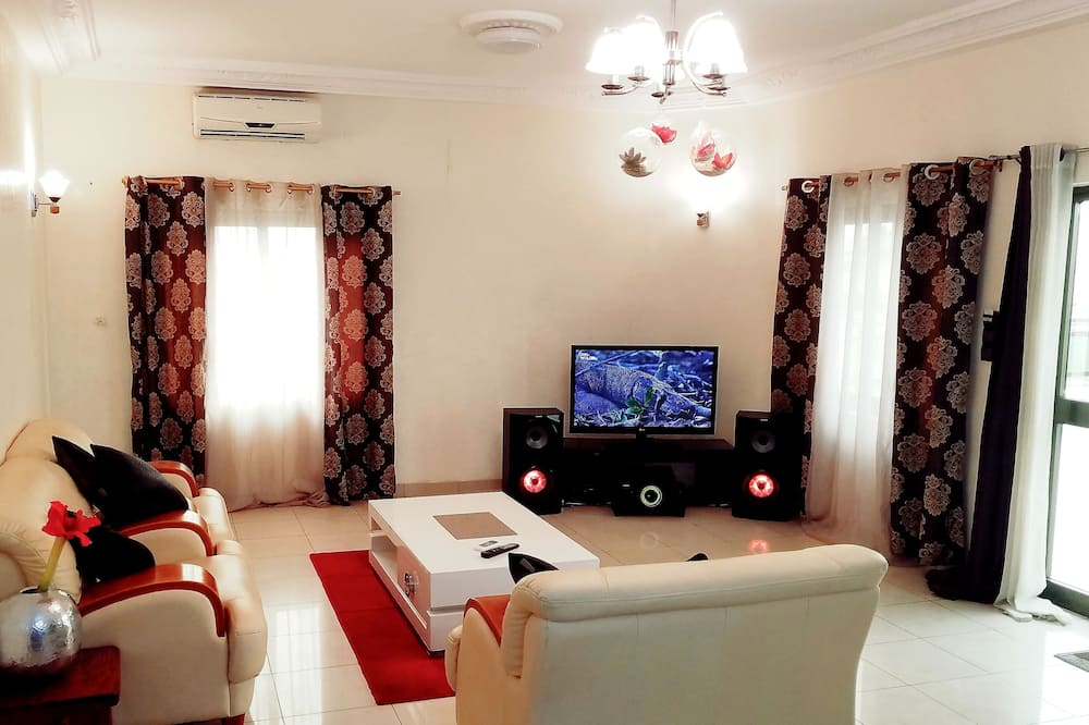 Phòng 4 tiện nghi đơn giản - Khu phòng khách