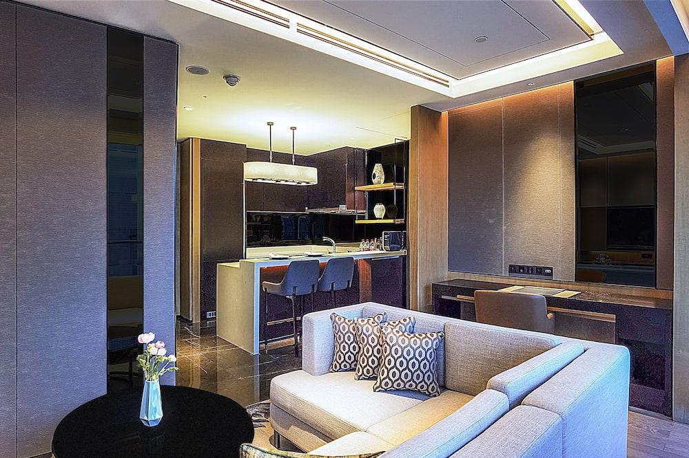 Deluxe 1 Bedroom Suite - Living Area