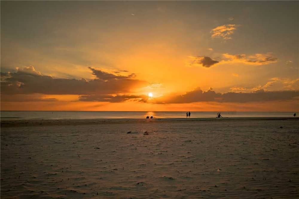 Paradise Palms, 5 Bedrooms, Beach Front, Pool, Diamond, Sleeps 12