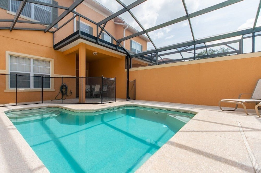 Townhouse, 4 kamar tidur, kolam renang pribadi - Kolam renang pribadi