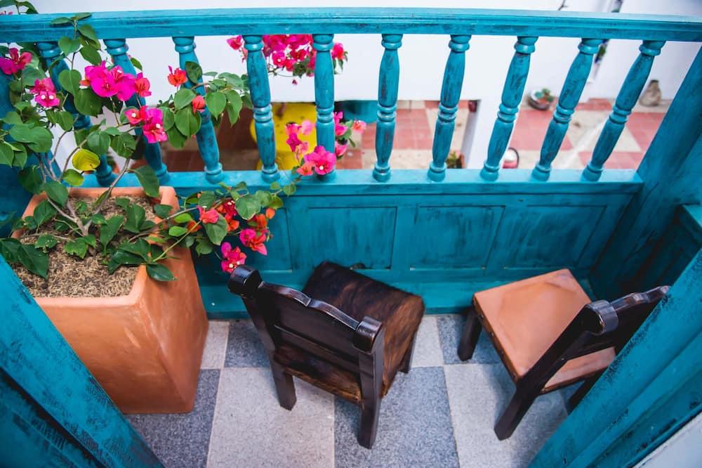 Traditional Quadruple Room, 1 Bedroom (4 Beds) - Living Area