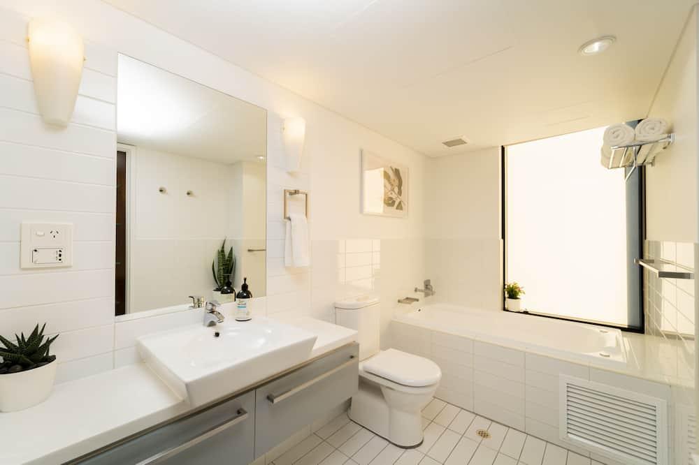 Apartamentai su vitrininiais langais - Atskira masažinė vonia
