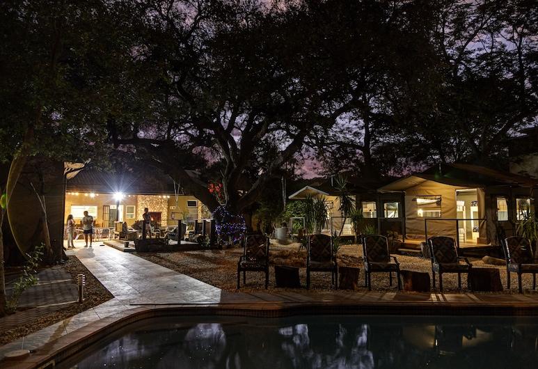 Naankuse Travellers Inn - Hostel, ويندهوك, واجهة الفندق - مساءً /ليلا