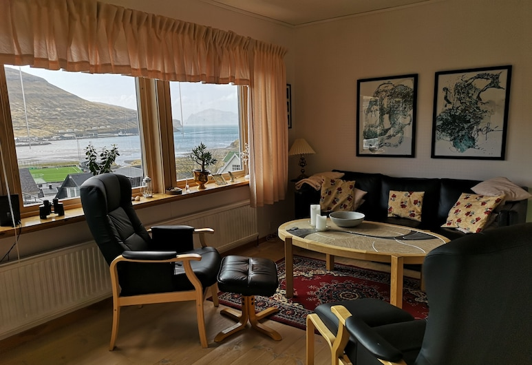 Casa Bibba - Airport & Mykines ferry, Sorvagur, House, 3 Bedrooms, Living Room