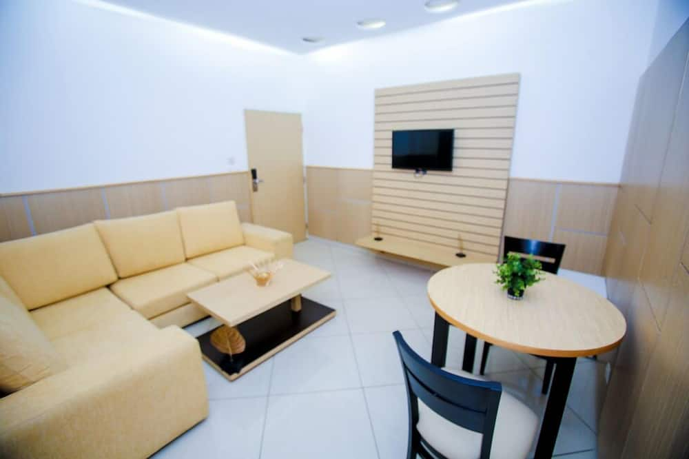 Deluxe Suite (Nagne) - Living Room