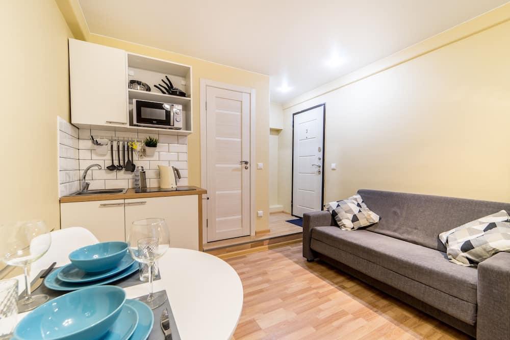 Rodinný štúdiový apartmán, 1 veľké dvojlôžko s rozkladacou sedačkou, nefajčiarska izba (3) - Obývačka