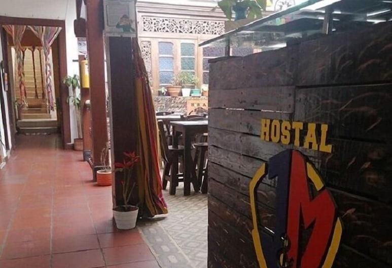 Hostel J&M, Богота, Интерьер, вход