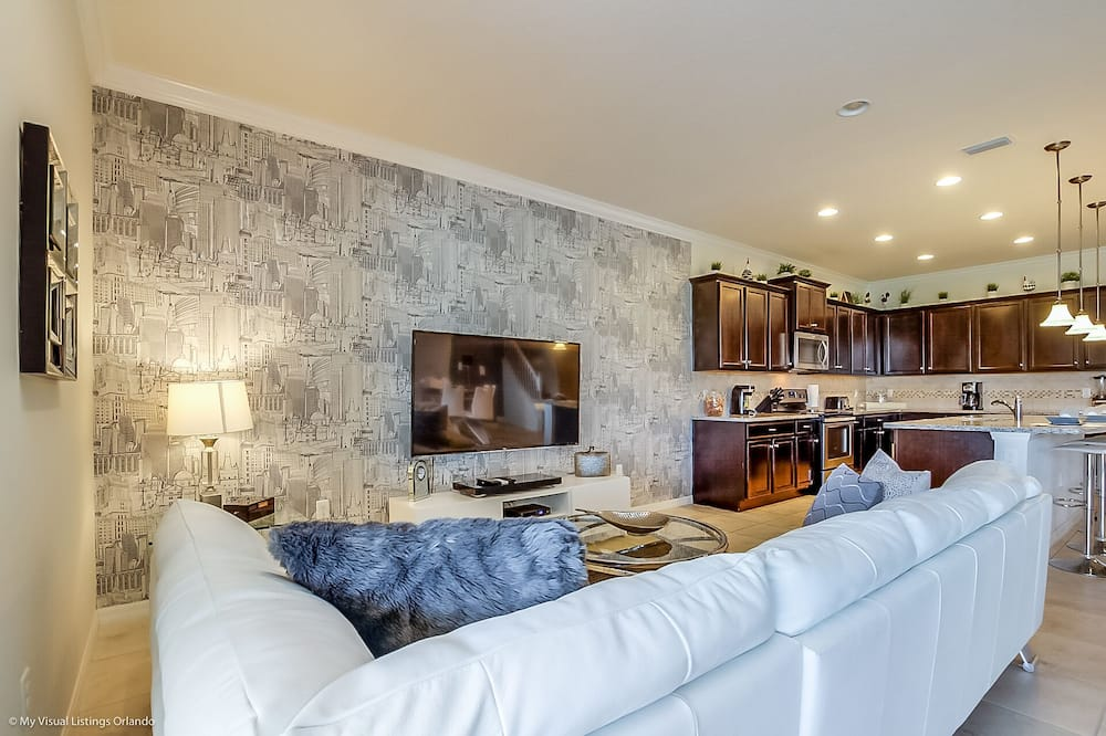 Huvila (8817MD  Lake Front 9 Bedroom 6 Bathro) - Olohuone