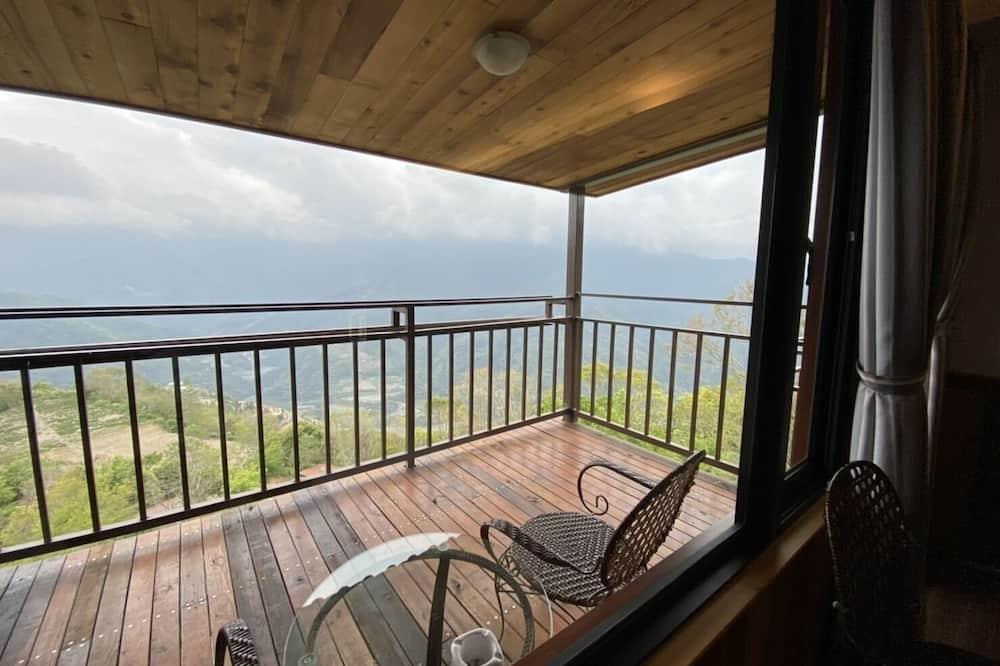 Deluxe Quadruple Room - Balcony