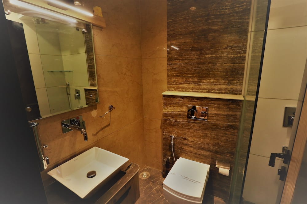 Superior Double or Twin Room - Bathroom Shower