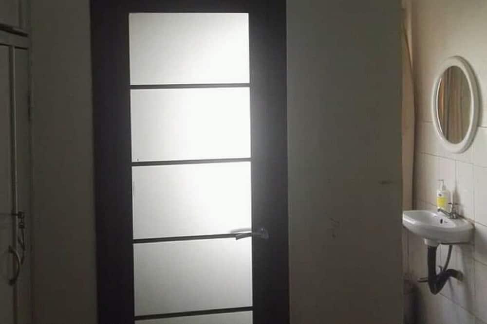 Pokój z 2 pojedynczymi łóżkami - Umywalka