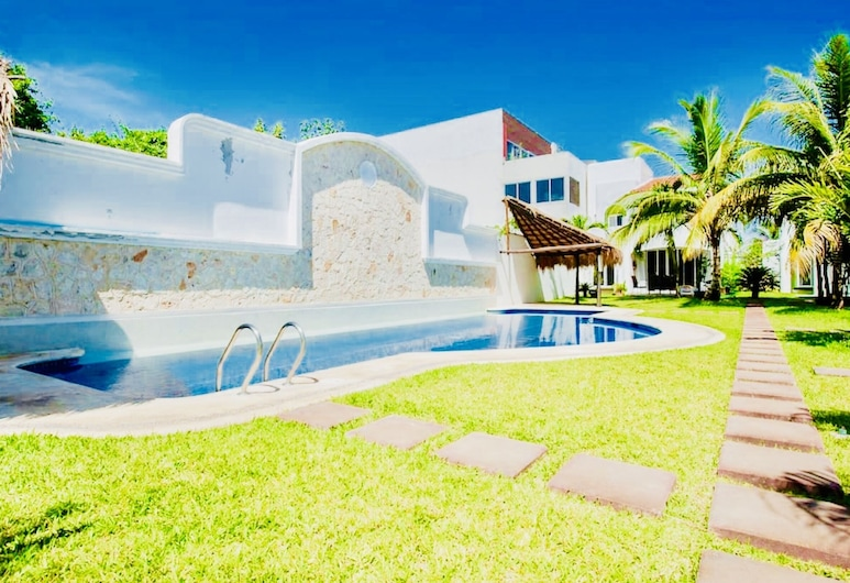 Deluxe Budget Balcony Room With Swimming Pool Air Conditioning and Parking, Playa del Carmen, Pool