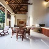 Villa, 2 Bedrooms - In-Room Dining