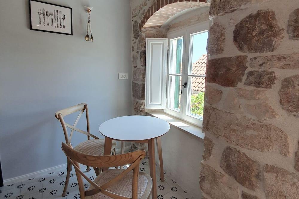 Štúdio (Deluxe Studio Apartment with Balcony) - Stravovanie v izbe
