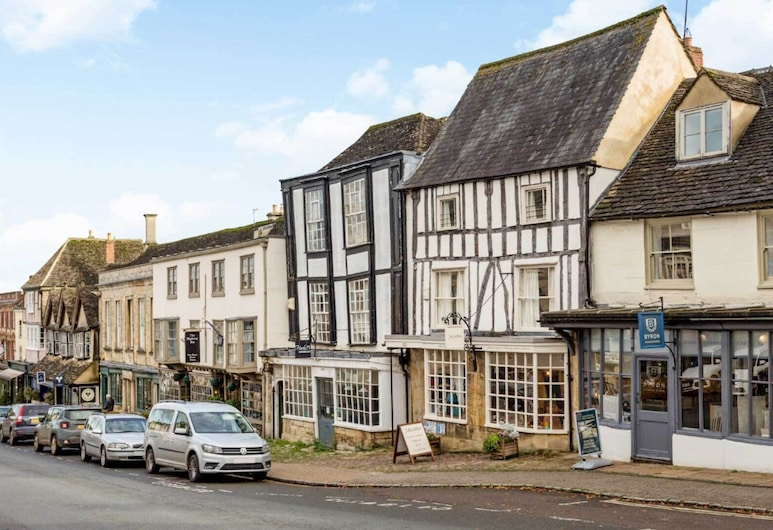 Stylish Cotswold Apartment in Central Burford, Burford