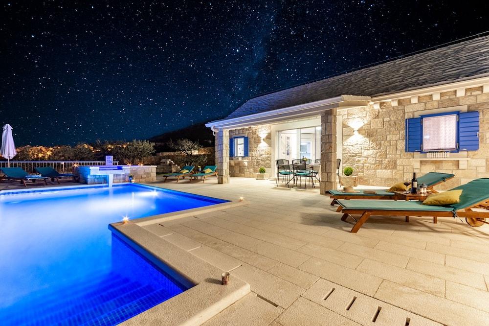 Βίλα (Villa Blue Sky - Three Bedroom Villa ) - Πισίνα