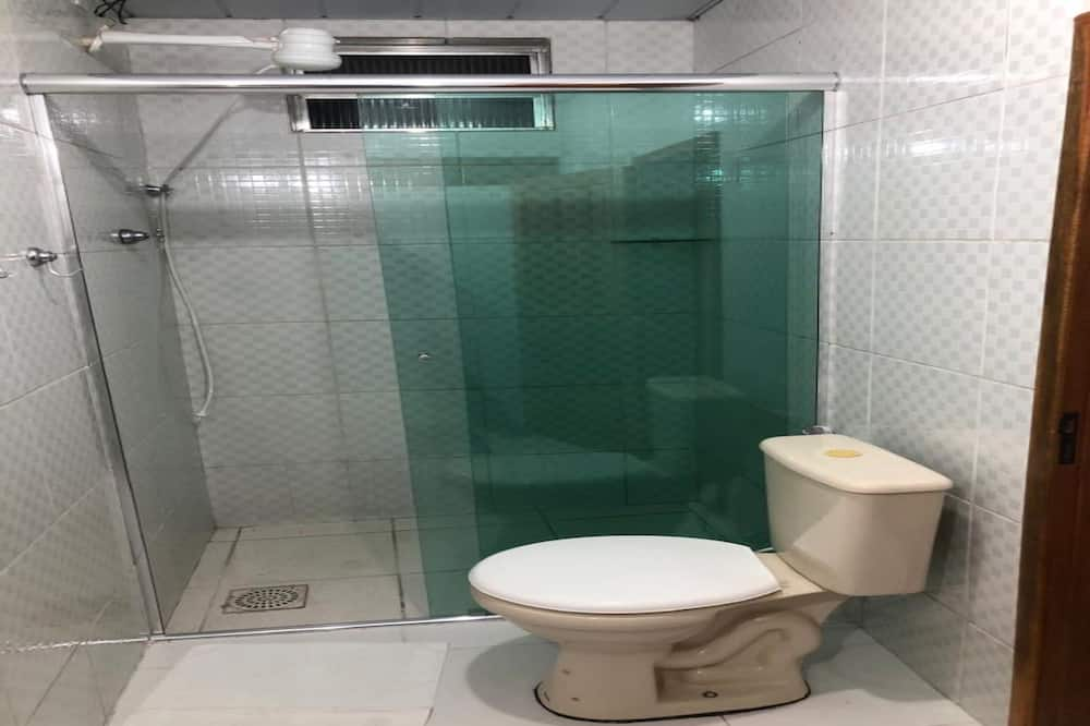 Economy Dört Kişilik Oda - Banyo