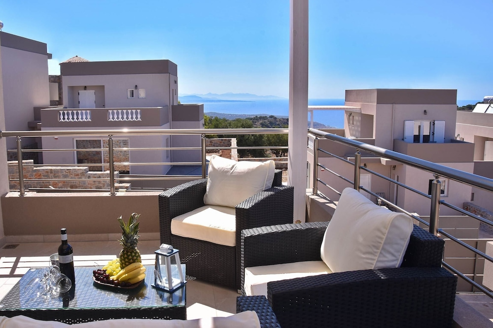 Explore Crete Wail Staying at This Wonderful 2 Bedroom Villa With its own Pool