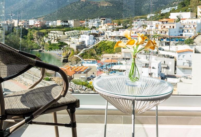 Double Studio With Sea and Mountain View in Akrogiali Luxury Aparthotel, Mylopotamos, Balkon