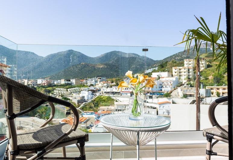 Triple Studio With Sea and Mountain View in Akrogiali Luxury Aparthotel, Mylopotamos, Balcone