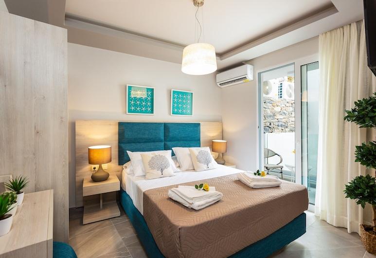 Junior Suite With Mountain View in Akrogiali Luxury Aparthotel, Mylopotamos